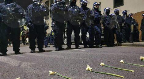 Flowers vs Batons - Police Attack Second Bristol #KillTheBill Protest